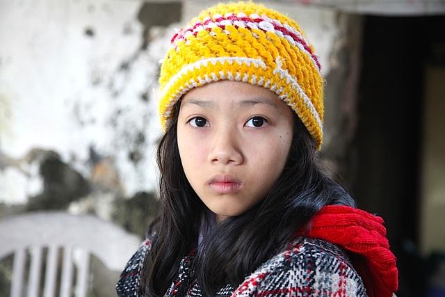 Bé Ngọc Trâm mới 11 tuổi nhưng đã mắc chứng bệnh thận, đi viện nhiều năm qua, trải qua cả chục lần phẫu thuật, giờ để thay thận, gia đình phải có ít nhất 400 triệu đồng.