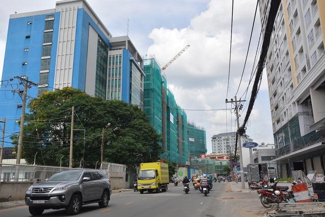 Theo nhiều chuyên gia về quy hoạch đô thị tại TPHCM, tốc độ phát triển các dự án bất động sản đang bỏ lại hạ tầng giao thông phía sau một khoảng cách xa