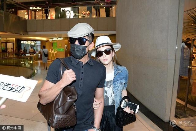 Quách Phú Thành và Phương Viên quyết định đi tới hôn nhân sau gần 2 năm hò hẹn. Phương Viện kém chồng tới 23 tuổi và đang là một người mẫu kém danh.