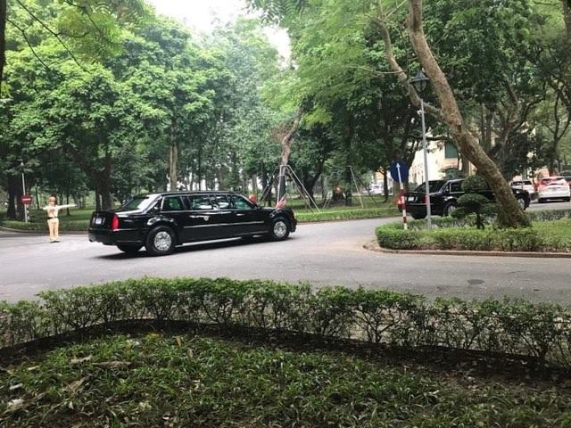 Đoàn xe của Tổng thống Mỹ rời Phủ Chủ tịch