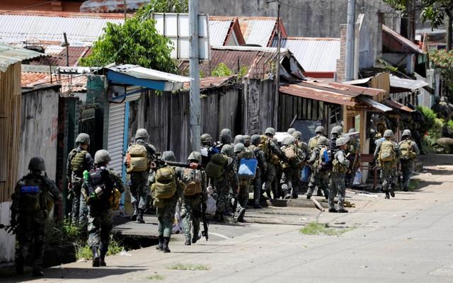 Quân đội Philippines đổ về thành phố Marawi để tiêu diệt phiến quân Maute (Ảnh: Reuters)