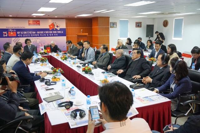 Diễn đàn 25 quan hệ kinh tế Việt Nam - Hàn Quốc tại Hà Nội