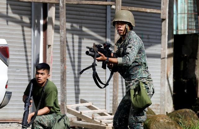 Binh lính Philippines đang nỗ lực giành lại thành phố Marawi từ tay phiến quân (Ảnh: Reuters)