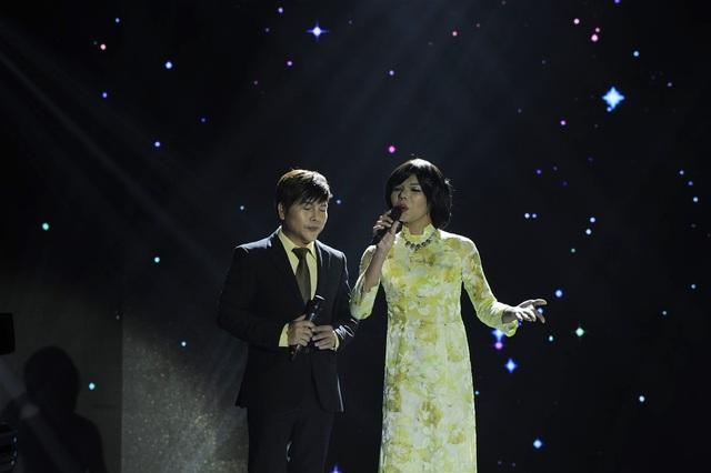 Tấn Phát (trái)… giả gái khiến khán giả hình thấy hình bóng của nữ danh ca nổi tiếng Phương Dung.