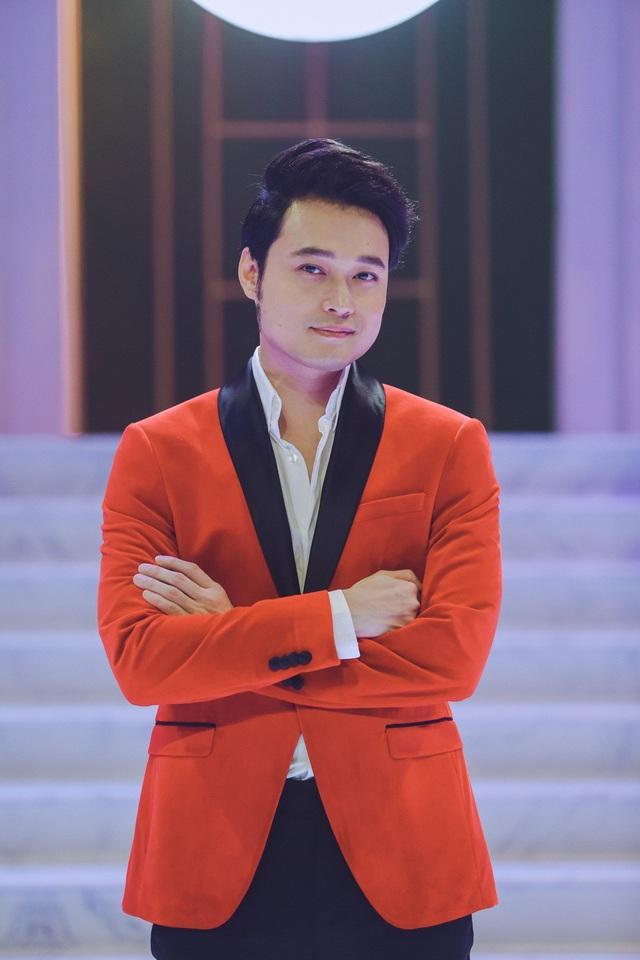 Những ai biết về Quang Vinh, đều không xa lạ với xuất thân của nam ca sĩ. Anh sinh ra đã là một cậu ấm trong gia đình khá giả.