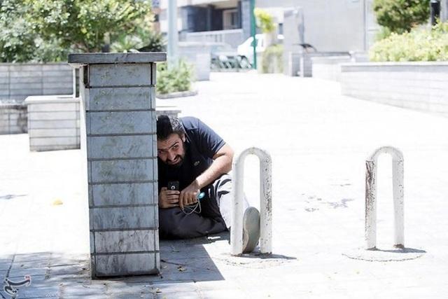 Hiện trường vụ tấn công táo tợn tại quốc hội Iran - 18