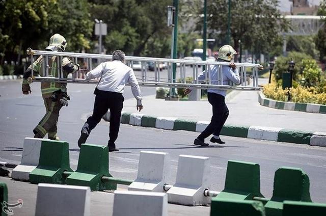 Truyền thông Iran cho biết 4 kẻ tấn công trong tòa nhà quốc hội đã bị lực lượng an ninh bắn chết