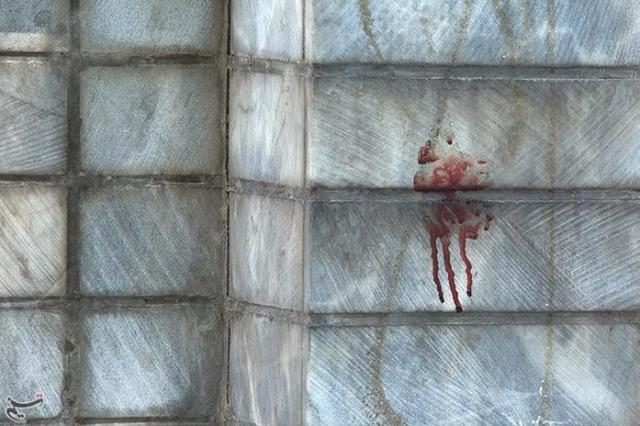 Vệt máu vương trên tường tòa nhà quốc hội sau vụ tấn công