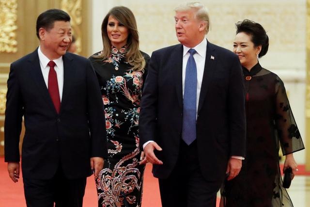 Chủ tịch Tập Cận Bình và phu nhân Bành Lệ Viện tiếp đón Tổng thống Donald Trump và phu nhân Melania Trump tại Đại lễ đường Nhân dân Trung Quốc để tham dự buổi quốc yến do lãnh đạo nước chủ nhà chủ trì. (Ảnh: Reuters)