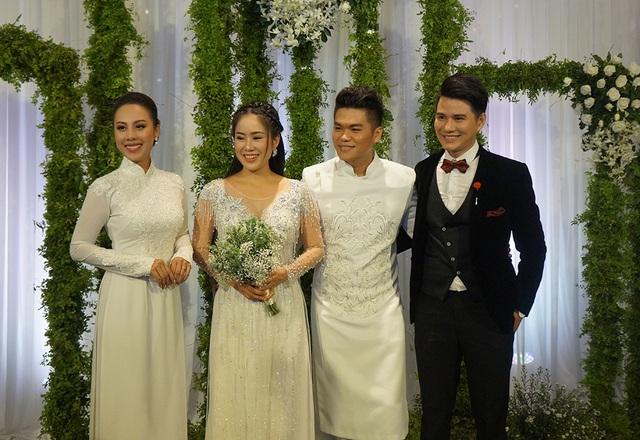 MC Vũ Mạnh Cường đảm nhận vai trò MC trong tiệc cưới của Lê Phương