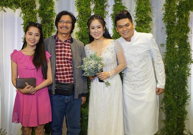 Đạo diễn Công Ninh đến chúc mừng vợ chồng Lê Phương