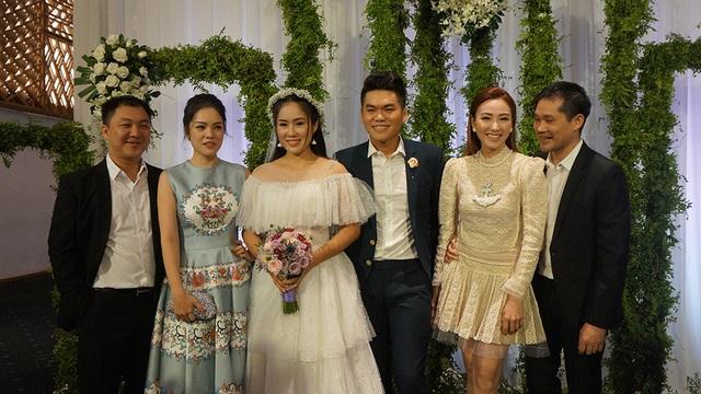 Diễn viên Dương Cẩm Lynh và Ngân Khánh đều đến dự đám cưới cùng ông xã
