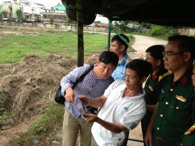 Chiều 6/7, lực lượng chức năng tiến hành khảo sát tìm mộ tập thể liệt sĩ trong sân bay Tân Sơn Nhất từ thông tin cựu chiến binh Mỹ cung cấp