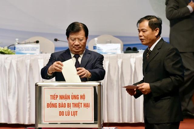 Tại Hội nghị, các đại biểu tham dự đã quyên góp ủng hộ đồng bào bị thiệt hại do mưa lũ.