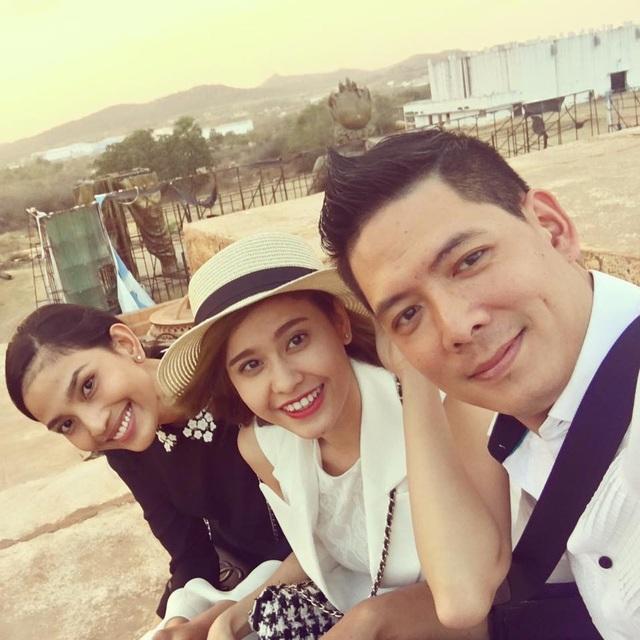 Vào tháng 2/2016, cả hai cùng với ê-kíp có đạo diễn Phương Điền, Á hậu Trương Thị May đã đến Ấn Độ để tham dự một Liên hoan phim quốc tế.