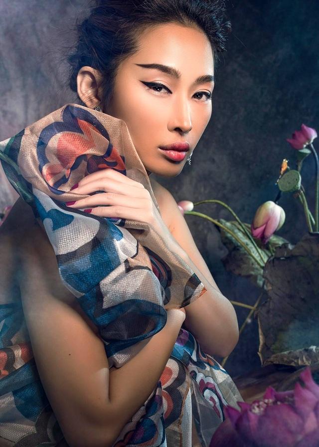 Miss Quỳnh Thy tung ảnh ấn tượng bên hoa sen ngày 8/3 - 8
