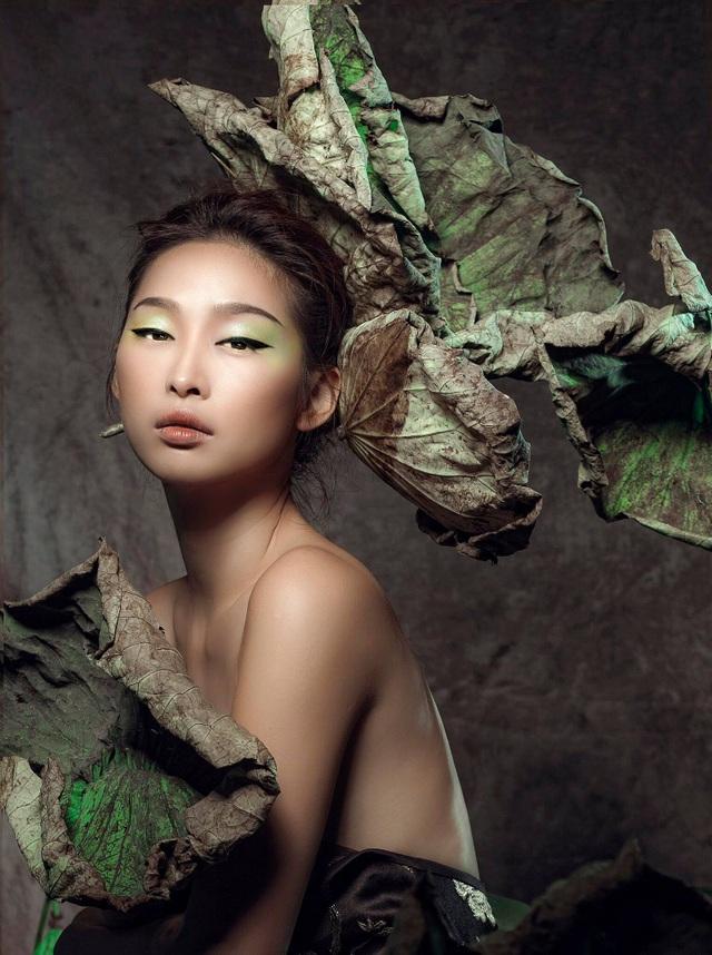 Miss Quỳnh Thy tung ảnh ấn tượng bên hoa sen ngày 8/3 - 4