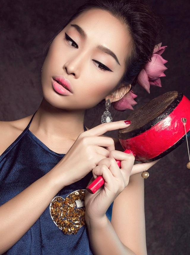Miss Quỳnh Thy tung ảnh ấn tượng bên hoa sen ngày 8/3 - 3