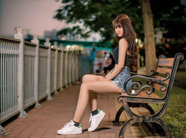Cô luôn biết cách khoe khéo 3 vòng hoàn hảo của mình bằng những trang phục bó sát nhưng vẫn trẻ trung, năng động.