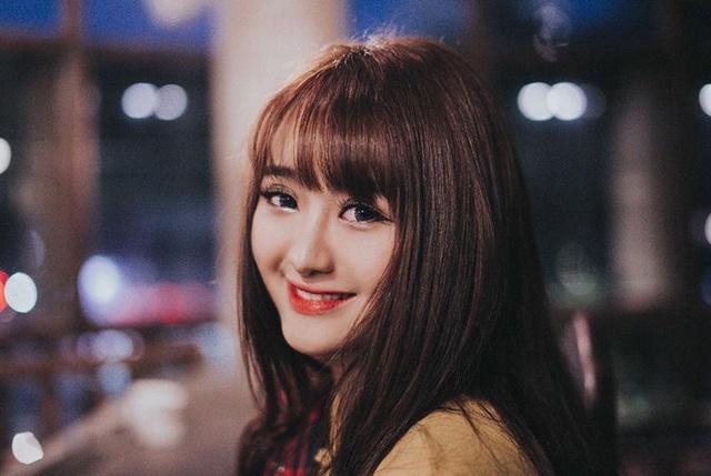 Cô tên là Lê Nguyễn Bảo Quỳnh (20 tuổi), đến từ Gia Lai, hiện đang làm model ảnh tự do và học tại trường Đại học Sân khấu Điện ảnh TP.HCM.