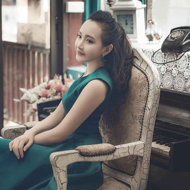 Quỳnh Trang tốt nghiệp đại học Sân khấu - Điện ảnh với tấm bằng loại giỏi.