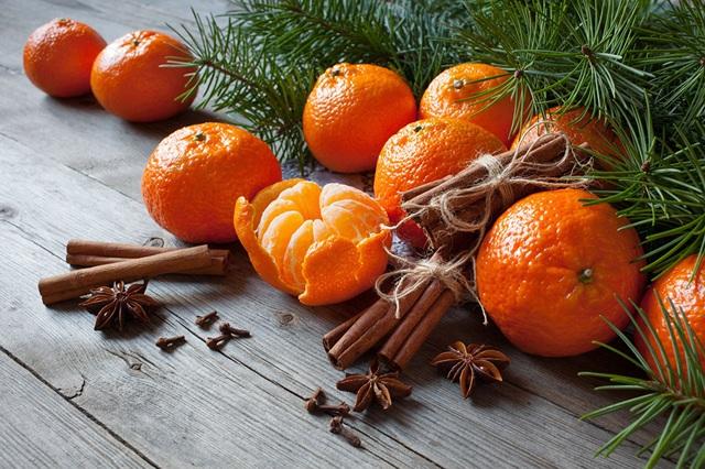 Và các loại trái cây họ cam quýt khác cung cấp cho chúng ta vitamin C và folacin ngoài những tác dụng khác, còn tăng cường hệ  miễn dịch và tạo hưng phấn.