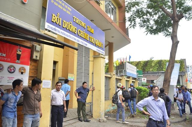Trung tâm bồi dưỡng Chính trị quận 1 (thuộc UBND quận 1) trồng cây lấn chiếm vỉa vè cũng bị cưỡng chế