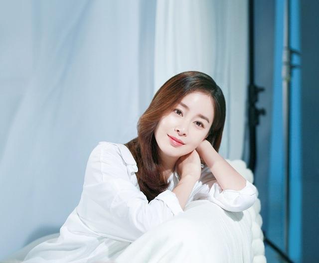 Mang thai những tháng cuối nhưng Kim Tae Hee vẫn rất xinh đẹp.