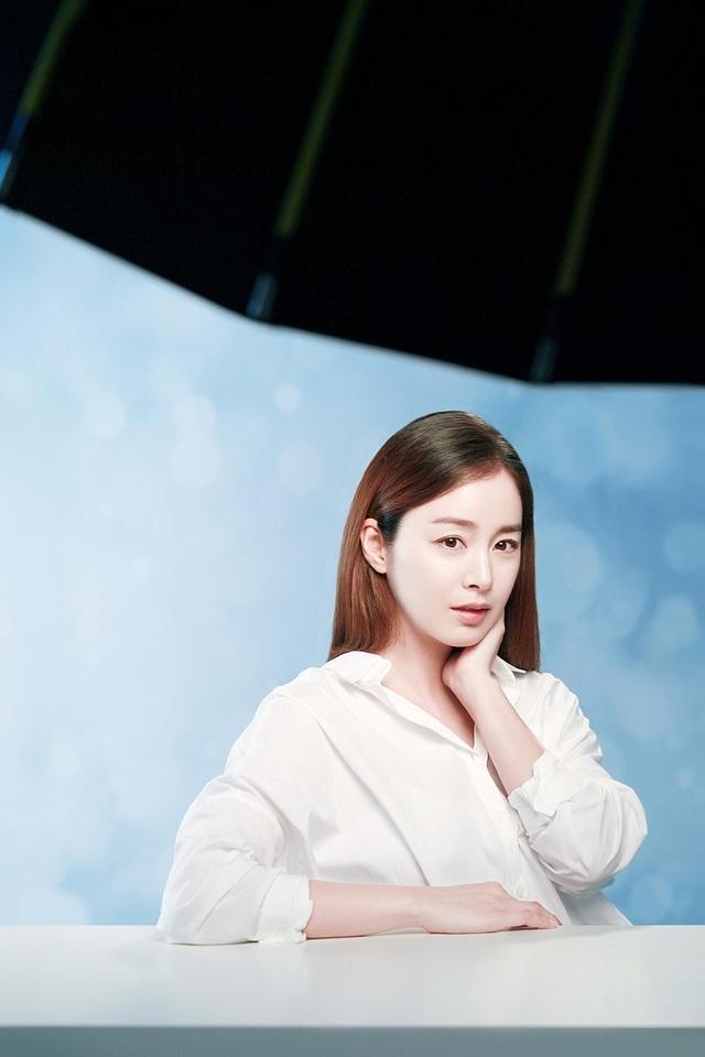 ...thì bà bầu Kim Tae Hee tập trung nghỉ ngơi và chăm sóc đứa con trong bụng cũng như bản thân.