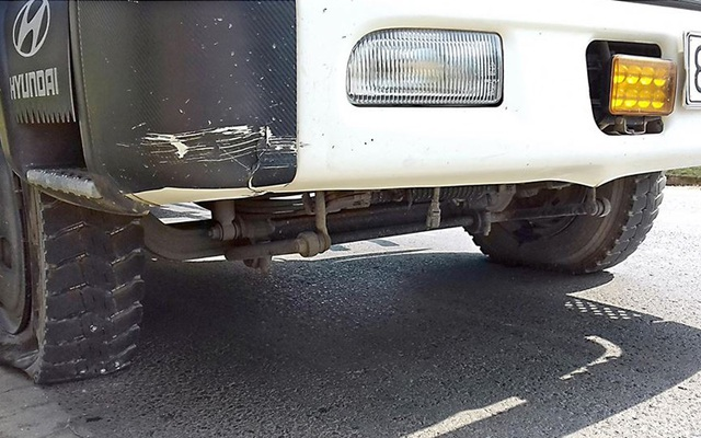 Rất nhiều xe gặp nạn vì chèn phải đinh rải trên mặt đường