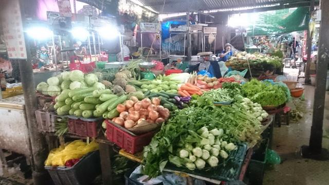 Rau xanh trở nên khan hiếm và đắt đỏ nên các chủ tiệm cũng không giám nhập về nhiều