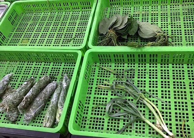 Tại chợ rau xanh có giá đắt ngang giá thịt cá, dân nhắm mắt ăn rau củ Trung Quốc (ảnh: N.Băng)