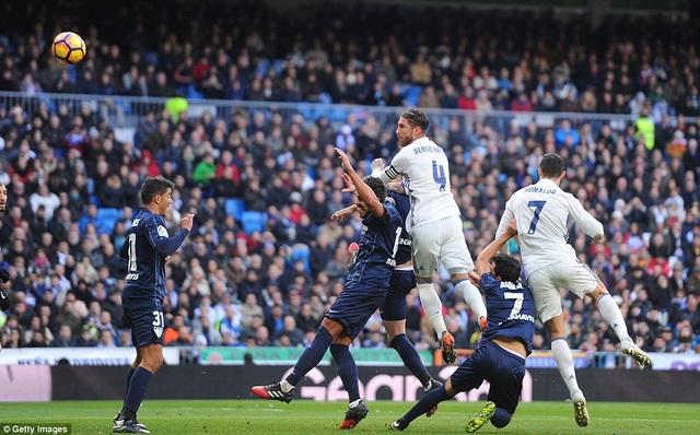 Ramos tỏa sáng khi lập cú đúp trong thắng lợi 2-1 trước Malaga ở lượt đi