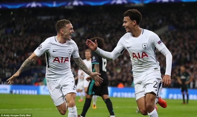 Cầu thủ Tottenham ăn mừng bàn thắng nâng tỷ số lên 3-0 cho Tottenham