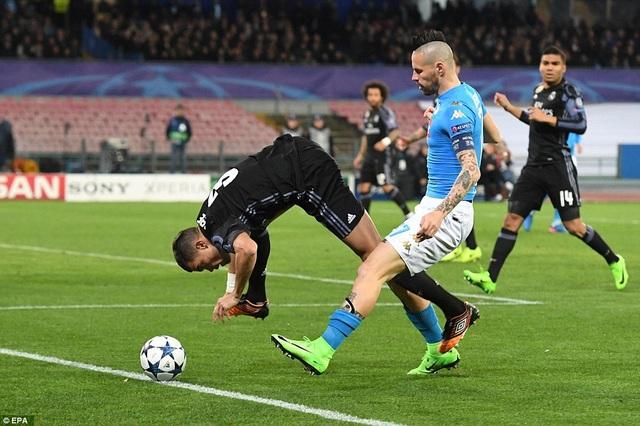 Napoli như sụp đổ sau bàn thắng thứ hai của Real Madrid