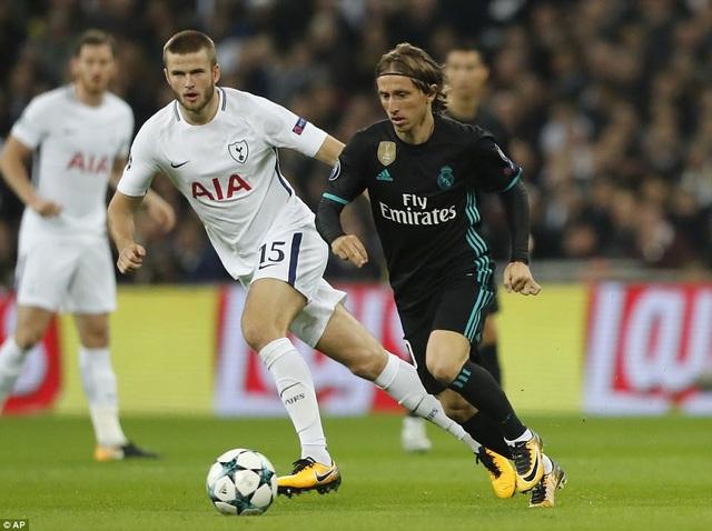 Modric không thể hiện được gì trong ngày trở lại sân White Hart Lane