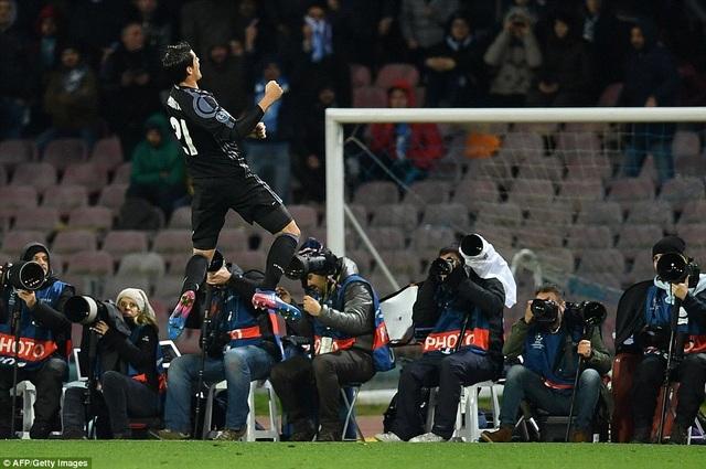 Real Madrid thắng chung cuộc 6-2 trước Napoli ở hai trận vòng 1/8 Champions League