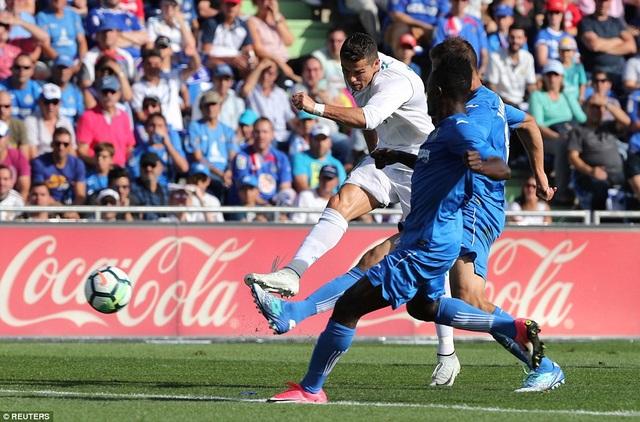 C.Ronaldo ghi bàn đầu tiên ở La Liga, giúp Real Madrid thắng Getafe 2-1