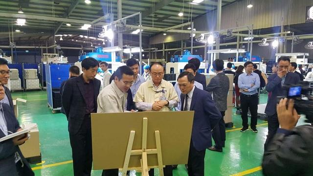 Tổng giám đốc Tổ hợp Samsung thăm cơ sở sản xuất của một doanh nghiệp cung ứng linh kiện cho Samsung