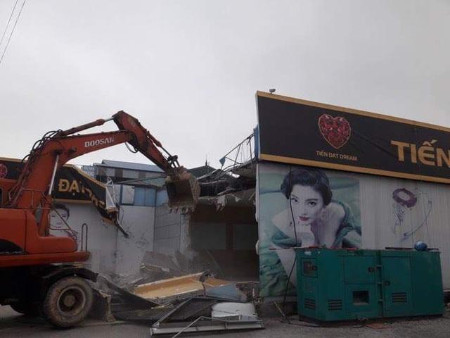 Một cửa hàng chỉ bán cho người Trung Quốc bị dẹp do vi phạm (ảnh CTV)