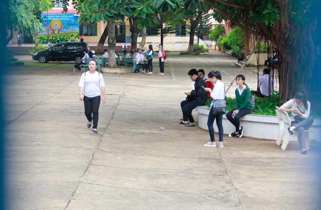 Thí sinh sau buổi thi Văn tại Đắk Lắk. (Ảnh: Thúy Diễm)