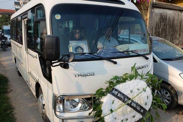 Khoảng 16h chiều nay, linh cữu cháu bé 9 tuổi bị sát hại tại Nhật đã được đưa về quê nội (ảnh CTV)