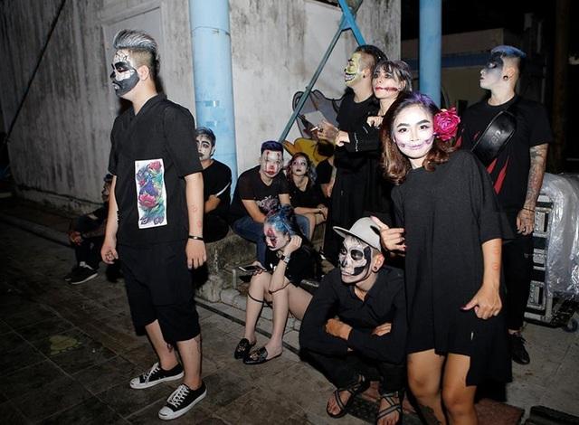 Các tiểu cảnh mô phỏng không gian ma quái ngay lập tức thu hút các bạn trẻ với những bức hình checkin đúng kiểu Halloween.