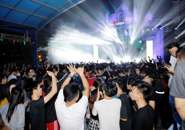 Lễ hội có tới 3 sân khấu, chơi đủ các thể loại nhạc từ Trance, Trap, House, Techno, Hardstyle, Progressive House, Big Room… Mô hình hình sân khấu này mang hơi hướng của Tomorrow Land - lễ hội âm nhạc điện tử lớn nhất châu Âu, đa phong cách nhưng tách biệt đảm bảo trải nghiệm âm nhạc tối đa.