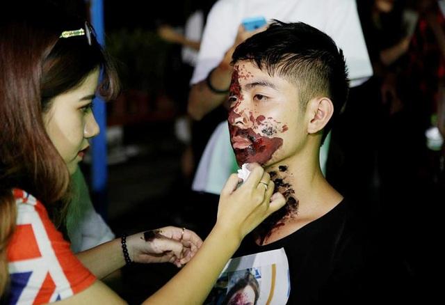 Tối ngày 27/10/2017, hơn 4.000 bạn trẻ đã hòa mình vào bữa tiệc ma mị lớn nhất Hà Nội Red Halloween.
