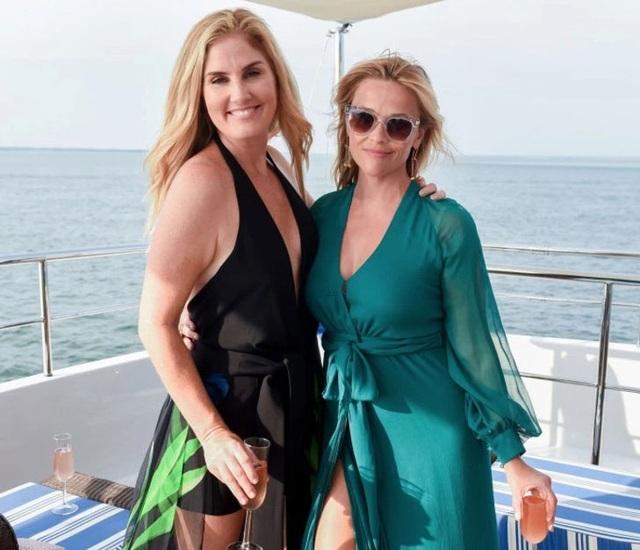 Vài ngày trước, Reese khoe ảnh cô tạo dáng trên du thuyền cùng vài người bạn trong tiệc sinh nhật lần thứ 41.