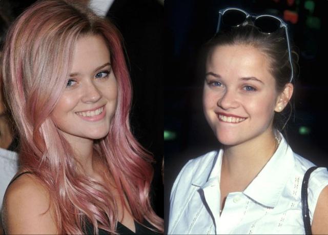 Ava (trái) hiện tại và mẹ ruột - Reese khi bằng tuổi cô.