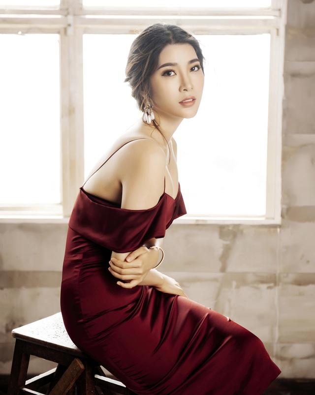 """Mới đây nhất, sự trở lại của cô cùng """"người đẹp Tây Đô"""" Việt Trinh trên sàn diễn thời trang sau một thời gian đóng phim cũng mang lại một làn gió mới cho công chúng."""