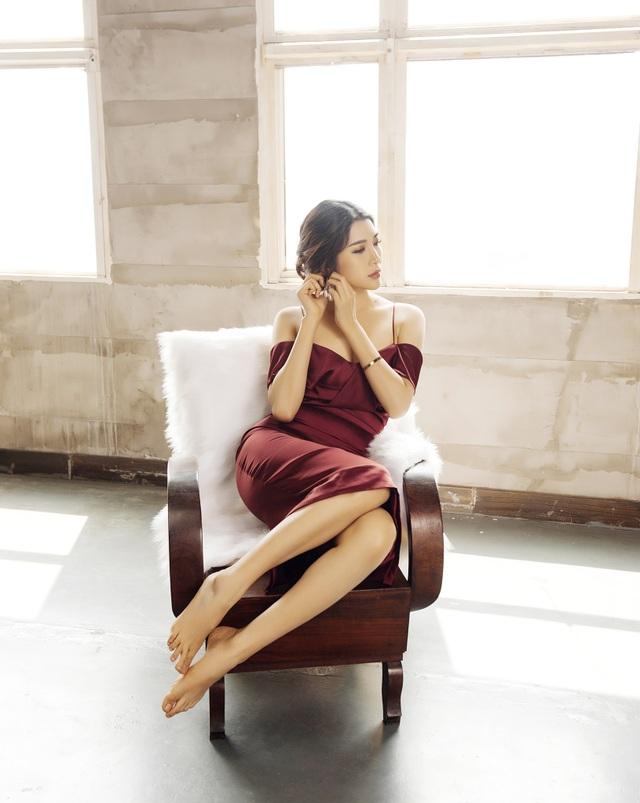 Không chỉ sở hữu vẻ đẹp sắc sảo và chiều cao lý tưởng, cô gái Hà thành này còn được đánh giá cao ở khả năng ứng xử, giao tiếp.