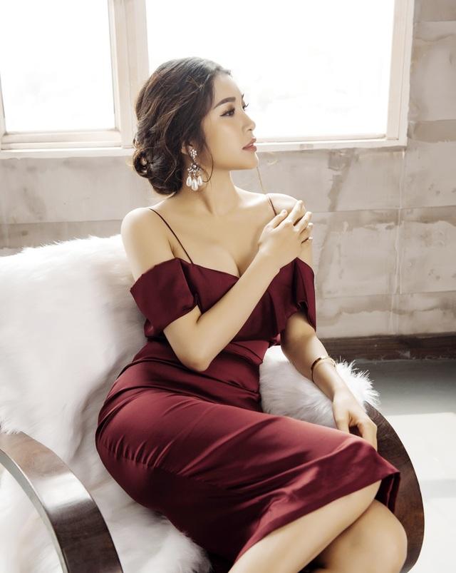 Yan My sinh năm 1992 tại Hà Nội, cô từng lọt top 5 và Miss thân thiện của cuộc thi Nữ hoàng trang sức, Á hậu 1 Hoa hậu Phụ nữ sắc đẹp 2017.